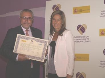 Manuel Sánchez Gómez-Merelo, secretario y consejero de UCES, con la ministra Ana Mato