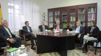 Reunión de Manuel Sánchez y empresarios españoles con el Embajador de España en Kazahstan y la Consejera Económica y Comercial, Dª. Cristina Santamaría.