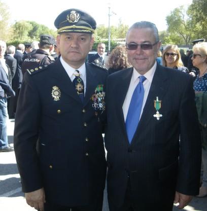 Manuel Sánchez junto al Comisario Esteban Gándara.