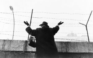 La inmigración ilegal y los muros de la vergüenza. Una asignatura pendiente, por Manuel Sánchez Gómez-Merelo